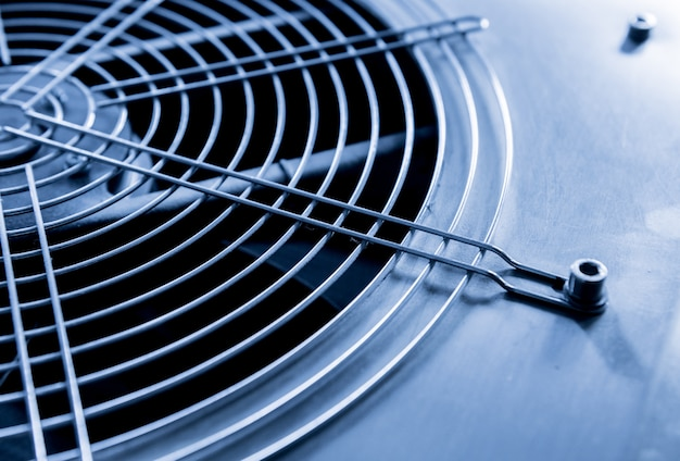 Bocchetta aria condizionata industriale in metallo. hvac. sfondo di ventilatore di ventilazione.