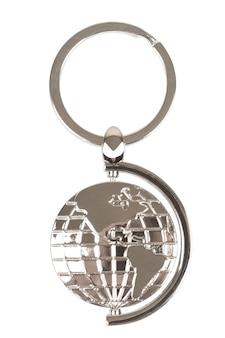 Portachiavi in metallo come globo terrestre su sfondo bianco. rendering 3d