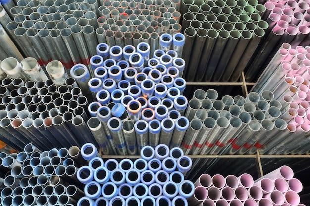 Tubo metallico per la costruzione
