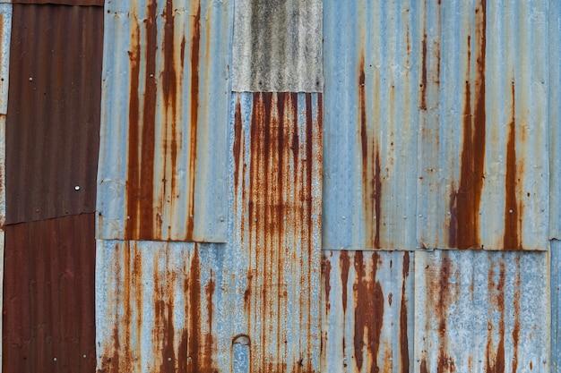 Fondo della ruggine del metallo, acciaio di decadimento, struttura del metallo con graffi e crepe, parete della ruggine, vecchia struttura della ruggine del ferro