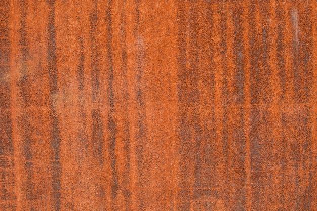 Superficie metallica arrugginita con colore arancione, trama di sfondo.