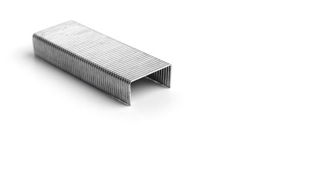 Punti metallici su sfondo bianco. foto di alta qualità