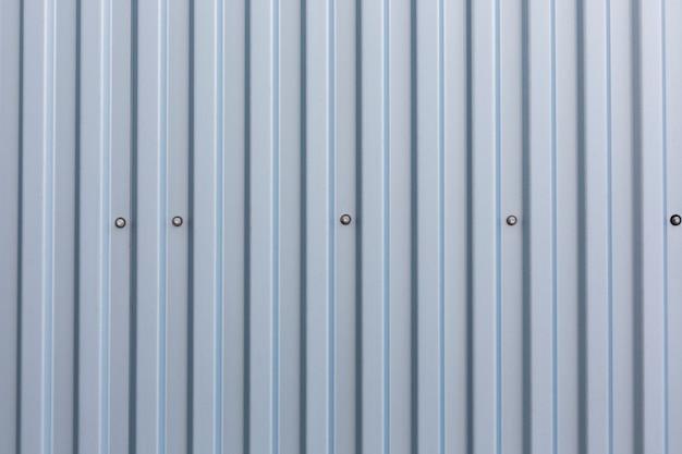 Superficie in metallo con strisce verticali