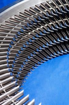 Assemblaggio anello motore turbina in metallo - pale della turbina installate