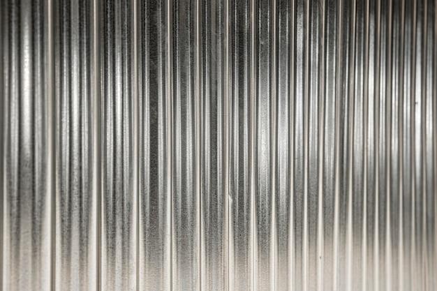 Sfondo metallico con linee verticali d'argento