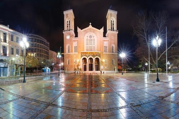 Chiesa metropolitana di atene evangelismos theotokou di notte, atene, grecia