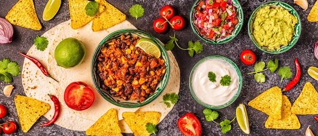 Sfondo di cibo messicano salsa guacamole salse di formaggio