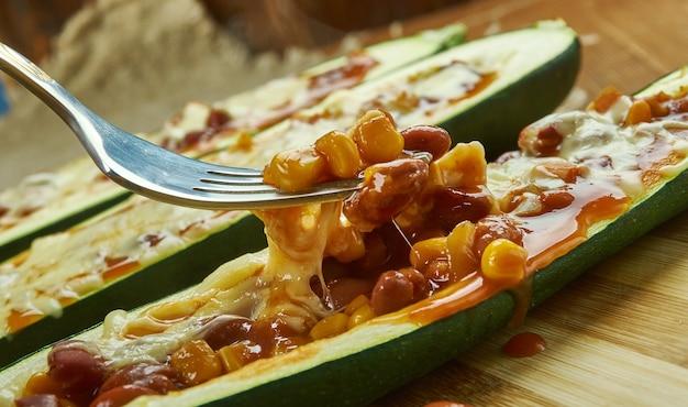 Zucchine messicane burrito boats da vicino