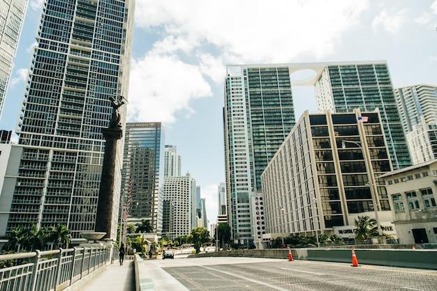 Miami, usa - 31 marzo 2020 strade vuote del centro di miami.