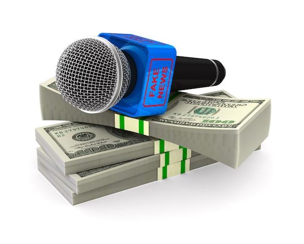 Microfono e soldi su uno spazio bianco