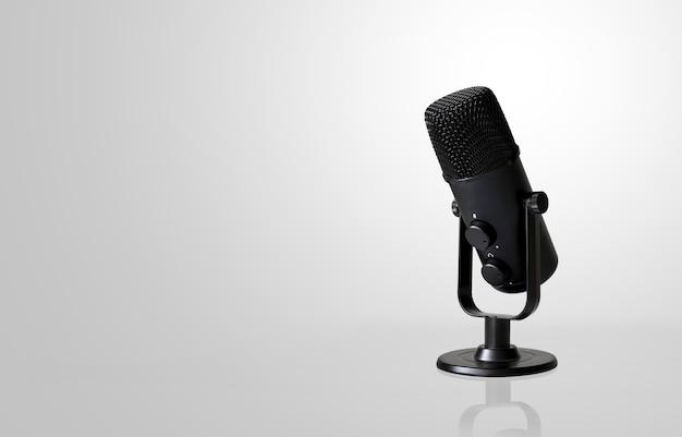 Microfono su bianco con soft focus