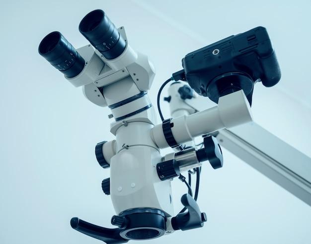 Microscopio nello studio dentistico