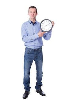 Uomo d'affari di mezza età con orologio da ufficio isolato su sfondo bianco