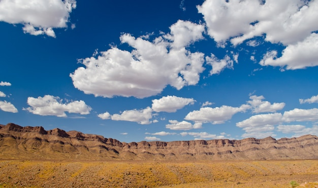 Middle atlas mountains, africa. foto drammatica di un paesaggio spettacolare