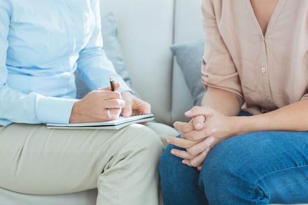 Parte centrale del terapeuta con il paziente