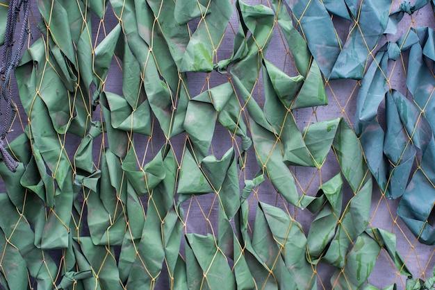 Fondo militare la superficie di una struttura astratta della maglia verde della tenda dell'esercito del cammuffamento