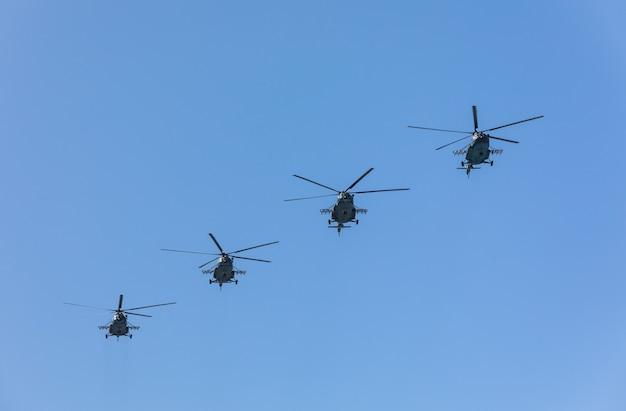 Parata militare a kiev. aviazione militare e da trasporto militare in occasione del giorno dell'indipendenza dell'ucraina