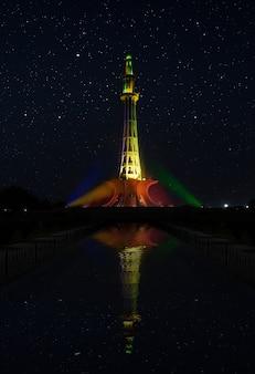 Minar e pakistan notte