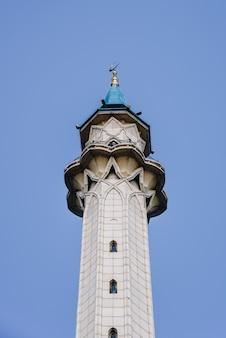 Minareto della moschea qol sharif nel cremlino di kazan, russia.