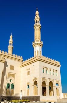 Minareti della moschea zabeel a dubai, emirati arabi uniti