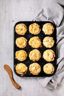 Mini tortellini di carne macinata con purè di patate