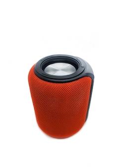Mini altoparlante bluetooth rosso isolato