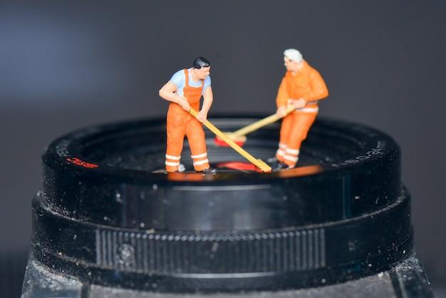 Obiettivo per la pulizia di figure in miniatura
