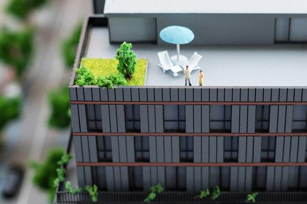 Modello in miniatura, edifici giocattolo in miniatura, automobili e persone. mappa della città.