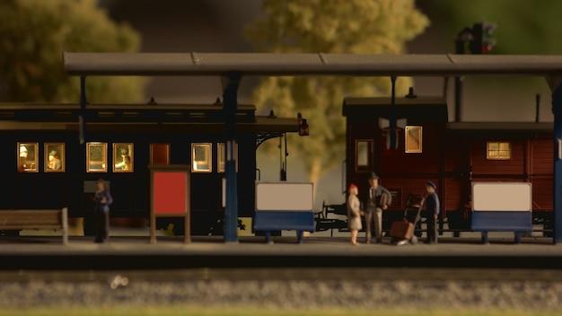 Modello in miniatura della stazione ferroviaria retrò.