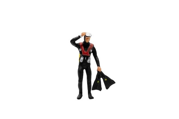 Persone in miniatura. operatore subacqueo di scuba isolato su bianco