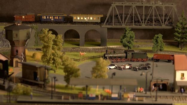 Modello ferroviario in miniatura in stile retrò.