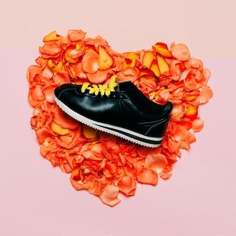 Design creativo minimale. fondo dei fiori delle scarpe glamour. la primavera sta arrivando