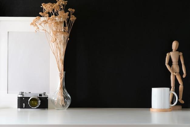 Spazio di lavoro creativo minimale, spazio per poster e copia