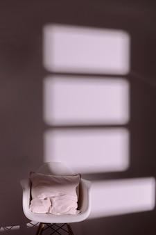 Ombra minima della finestra sulla parete
