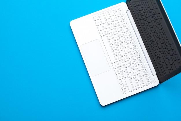 Spazio di lavoro minimo, laptop