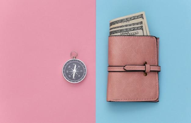 Viaggio minimalista, avventura piatta. borsa e bussola su sfondo pastello blu-rosa. vista dall'alto