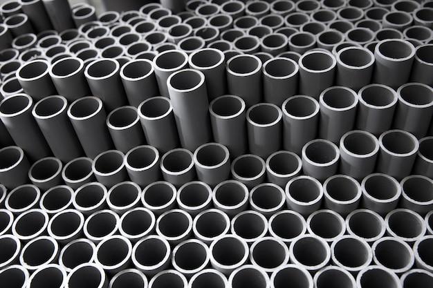 Assortimento di tubi in pvc da costruzione minimalista