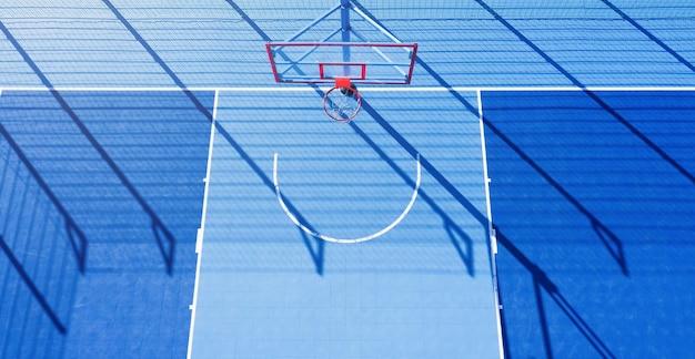 Fondo astratto minimalista del campo da basket blu alla luce del giorno. vista aerea.