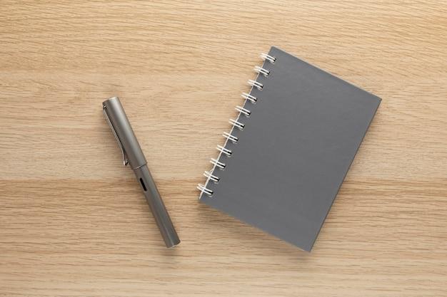 Design minimalista della scrivania di casa