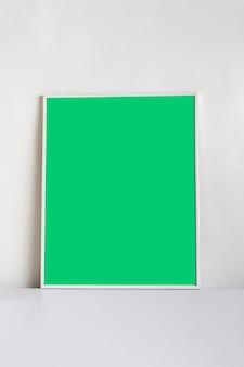 Uno stile minimalista della cornice sullo scaffale