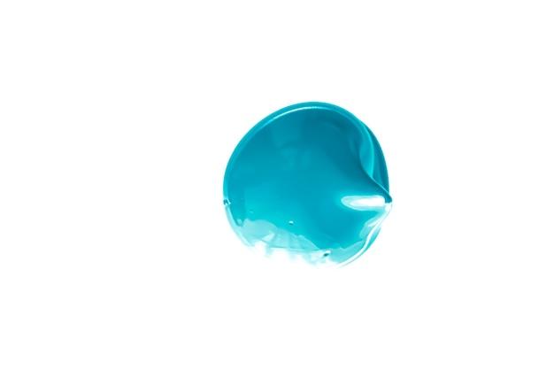Struttura cosmetica di bellezza blu menta isolata su fondo bianco sbavature di trucco o cosmetici pro...