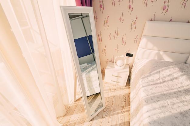 Lo specchio negli interni di design dell'appartamento