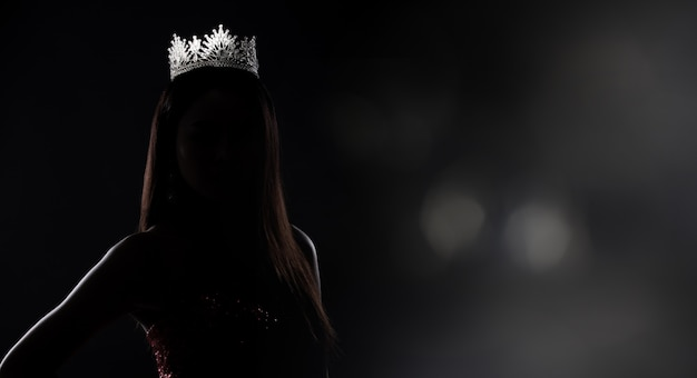 Silhouette miss pageant contest con diamond crown