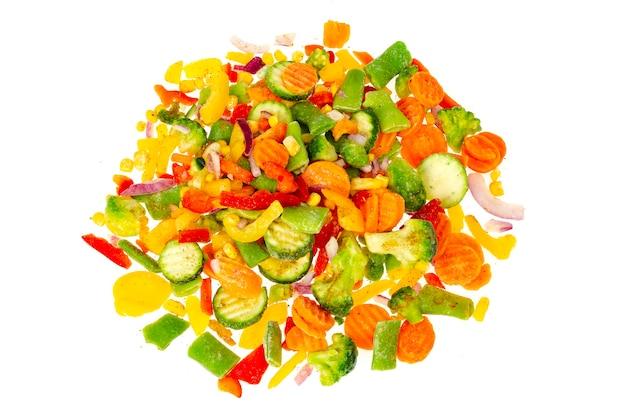 Mix di verdure surgelate tritate brillantemente. mangiare sano. foto di studio