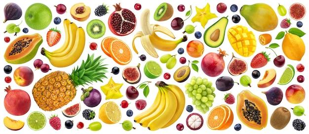Mix di diversi frutti, bacche e verdure isolati su sfondo bianco con percorso di ritaglio, raccolta di ingredienti alimentari freschi e sani healthy