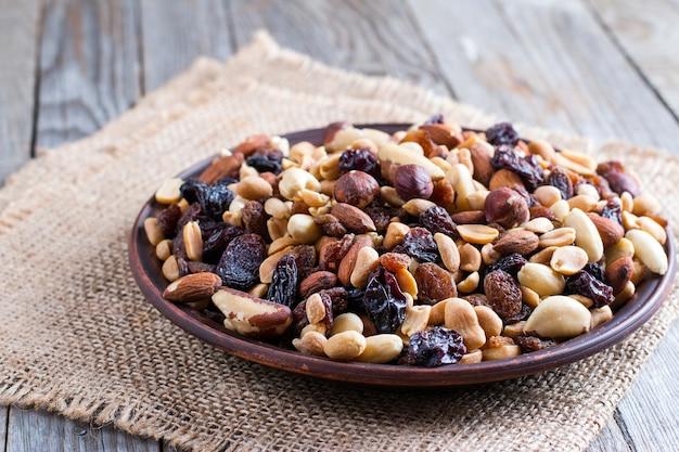 Frutta secca mista cibo sano e spuntino