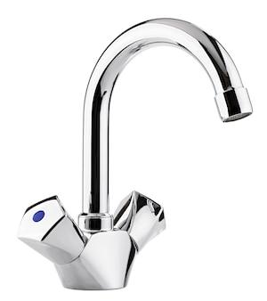 Miscelatore acqua calda fredda. bagno moderno del rubinetto. rubinetto da cucina. sfondo bianco isolato. metallo cromato.