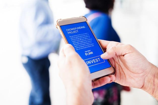 Telefono cellulare con pulsante investi
