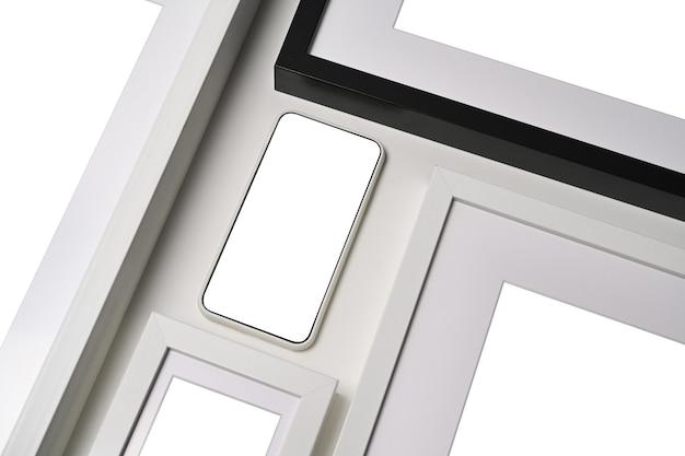 Mock up smart phone con display vuoto e cornice su sfondo bianco.