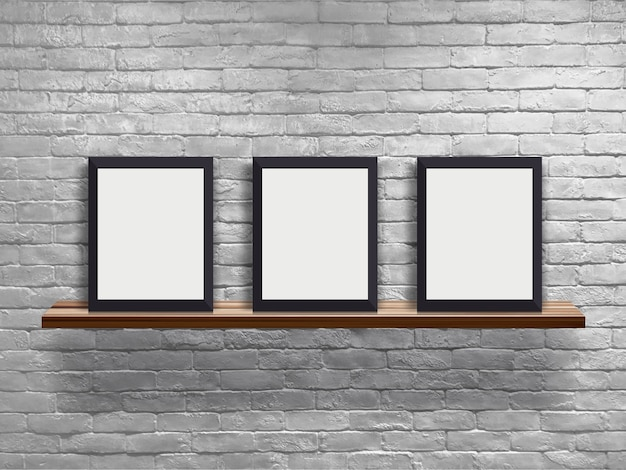Manichino tre cornice vuota sul ripiano in legno con muro di mattoni bianchi